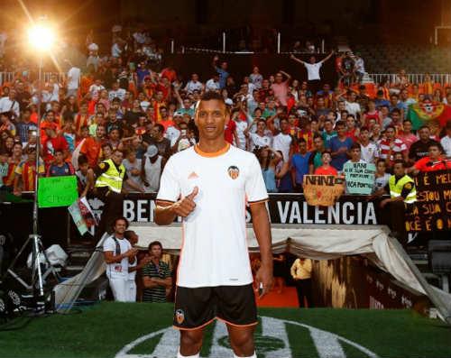 Nani đánh võ dân tộc chào sân Valencia - 1