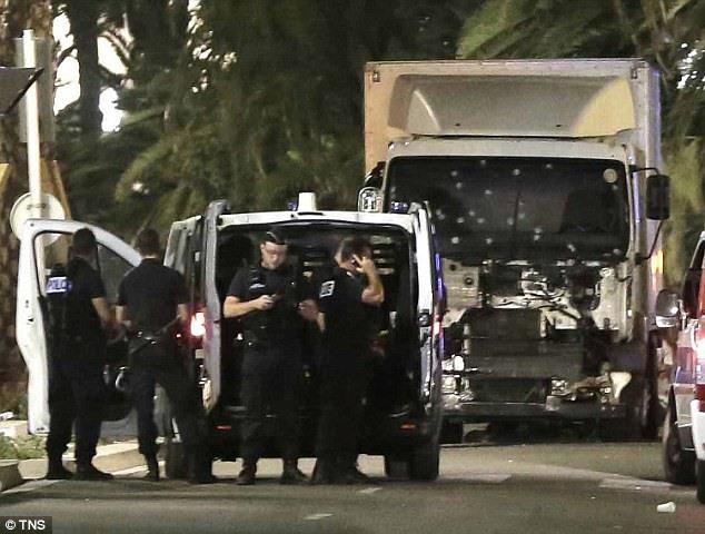 Kẻ khủng bố qua mặt cảnh sát Pháp bằng câu nói tầm thường - 1