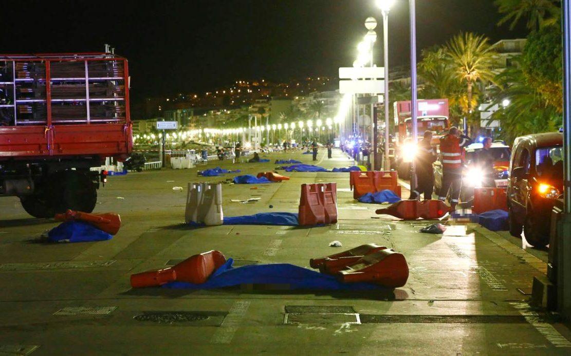 Pháp: Nỗi đau sau bức ảnh thi thể bé gái cạnh búp bê - 2