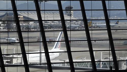 Sân bay Nice náo loạn vì kiện hành lý đáng ngờ - 1