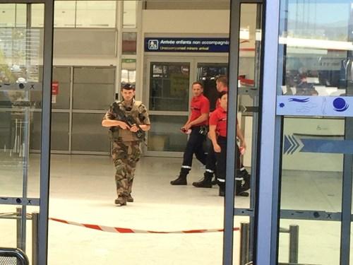 Sân bay Nice náo loạn vì kiện hành lý đáng ngờ - 3