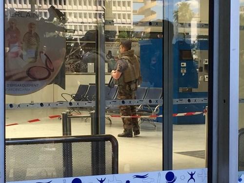 Sân bay Nice náo loạn vì kiện hành lý đáng ngờ - 4
