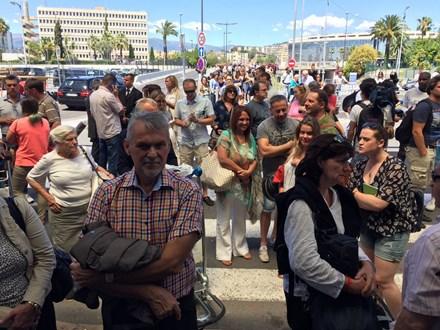 Sân bay Nice náo loạn vì kiện hành lý đáng ngờ - 2