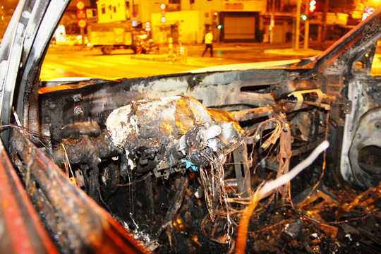 Ô tô tông chết người, bỏ chạy rồi cháy trơ khung - 3