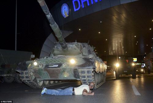 Cảnh dữ dội trong cuộc đảo chính ở Thổ Nhĩ Kỳ - 1