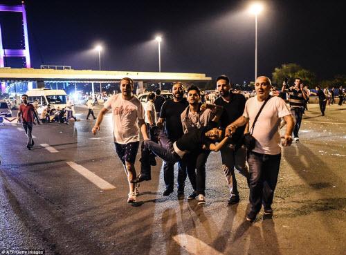 Cảnh dữ dội trong cuộc đảo chính ở Thổ Nhĩ Kỳ - 2