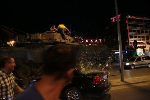 Cảnh dữ dội trong cuộc đảo chính ở Thổ Nhĩ Kỳ - 3