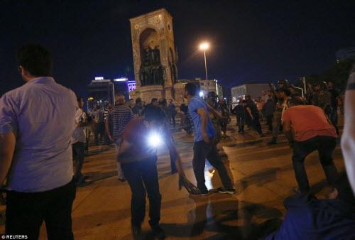 Cảnh dữ dội trong cuộc đảo chính ở Thổ Nhĩ Kỳ - 4