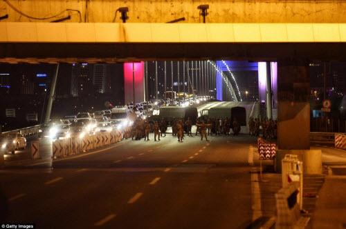 Cảnh dữ dội trong cuộc đảo chính ở Thổ Nhĩ Kỳ - 5
