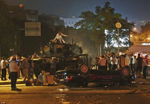 Cảnh dữ dội trong cuộc đảo chính ở Thổ Nhĩ Kỳ - 11