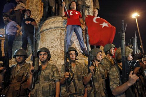 Cảnh dữ dội trong cuộc đảo chính ở Thổ Nhĩ Kỳ - 12
