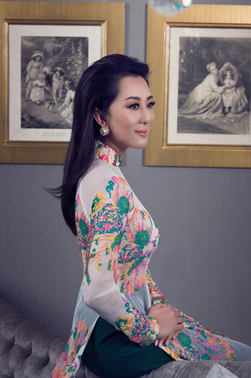 MC Kỳ Duyên mặc áo dài khoe thân hình chuẩn ở tuổi 51 - 4