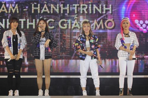 """Dàn sao """"Cô dâu 8 tuổi"""" khiến fan Việt phấn khích - 13"""
