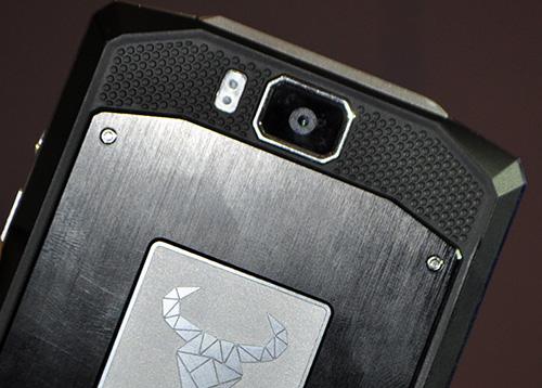 Smartphone có dung lượng pin kỷ lục 10.000mAh - 2