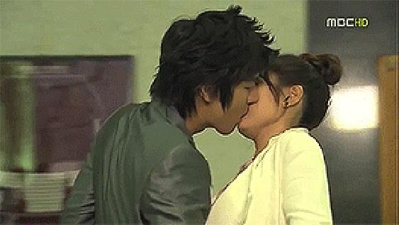 7 nụ hôn lãng mạn nhất màn ảnh của Lee Min Ho - 1