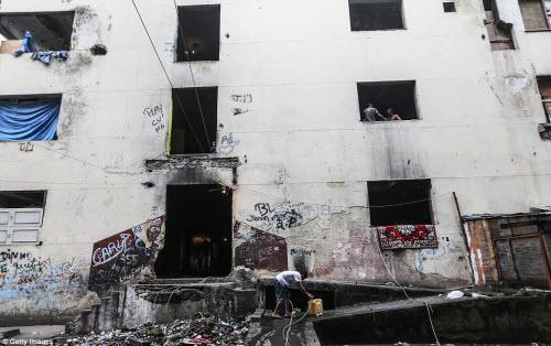 Cuộc sống tại khu ổ chuột sát SVĐ Olympic ở Brazil - 3