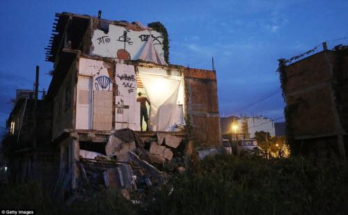 Cuộc sống tại khu ổ chuột sát SVĐ Olympic ở Brazil - 5