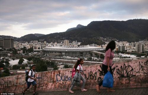 Cuộc sống tại khu ổ chuột sát SVĐ Olympic ở Brazil - 8