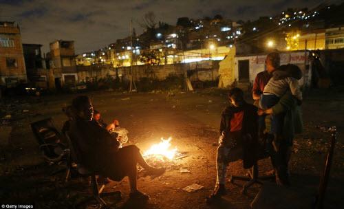 Cuộc sống tại khu ổ chuột sát SVĐ Olympic ở Brazil - 11