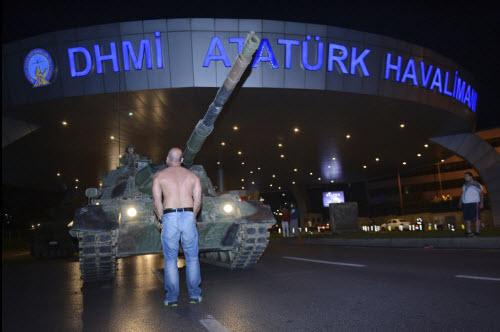 """Lực lượng """"ghê gớm"""" nhất đập tan đảo chính Thổ Nhĩ Kỳ - 3"""