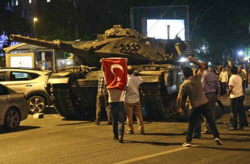 """Lực lượng """"ghê gớm"""" nhất đập tan đảo chính Thổ Nhĩ Kỳ - 4"""