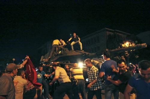 """Lực lượng """"ghê gớm"""" nhất đập tan đảo chính Thổ Nhĩ Kỳ - 9"""
