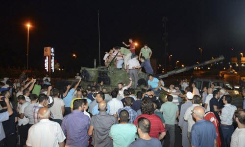 """Lực lượng """"ghê gớm"""" nhất đập tan đảo chính Thổ Nhĩ Kỳ - 10"""