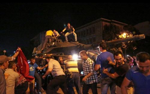 """Lực lượng """"ghê gớm"""" nhất đập tan đảo chính Thổ Nhĩ Kỳ - 11"""