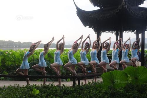Dàn gái trẻ TQ nhảy múa ở hồ sen gây tranh cãi - 7