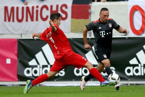 Lippstadt - Bayern: Ngày ra mắt giật gân - 1