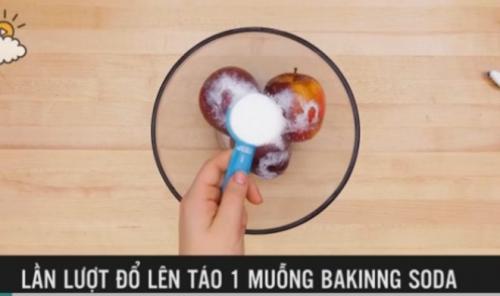 Mẹo hay phát hiện táo chứa chất độc bằng nước nóng - 4