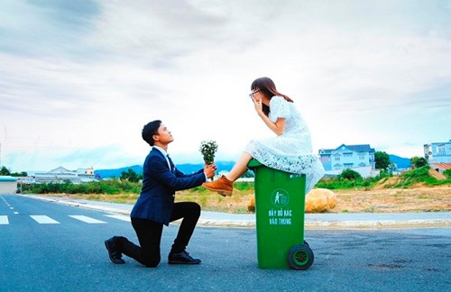 Cặp đôi Vũng Tàu chụp ảnh cưới bên thùng rác - 4