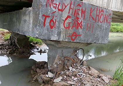 Thành lập tổ điều tra vụ mưa xô ngã cầu bê tông tiền tỉ - 1