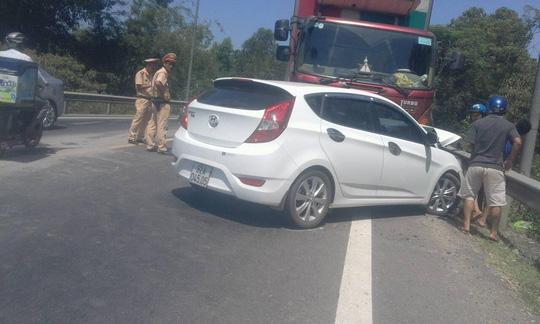 Giảm tốc bất ngờ, 3 ô tô tông nhau liên hoàn - 2