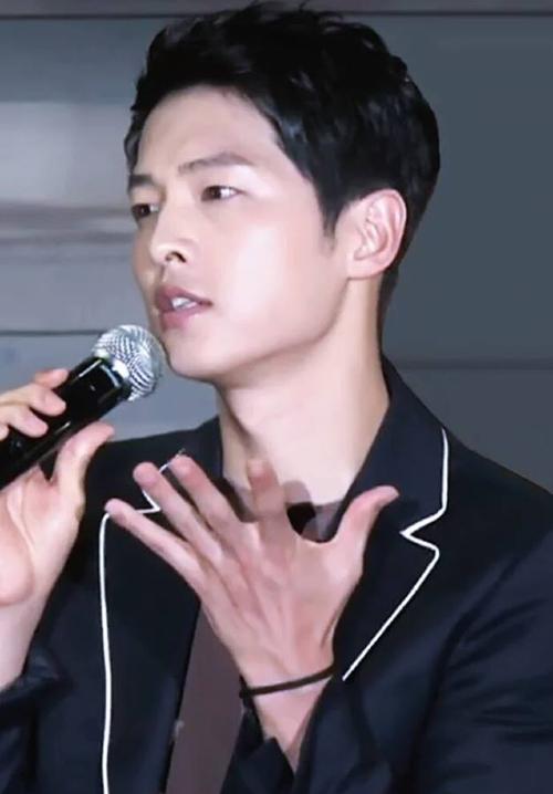 Song Joong Ki khóc nức nở trước fan Châu Á - 6