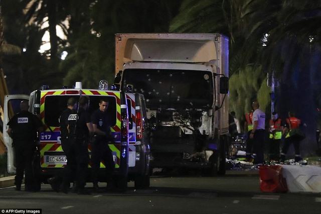 Pháp bắt 7 người nghi liên quan vụ khủng bố bằng xe tải - 1