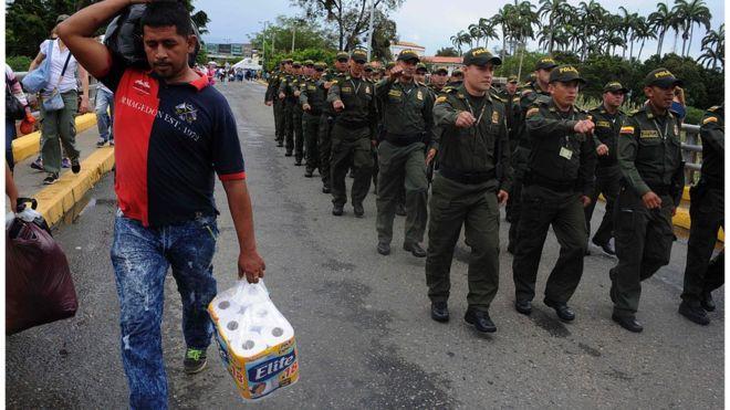 Hơn 35.000 người Venezuela vượt biên mua sắm - 4