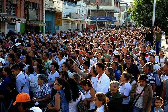Hơn 35.000 người Venezuela vượt biên mua sắm - 5