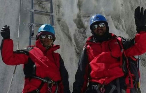 """Cặp vợ chồng """"lên đỉnh"""" Everest bằng mưu hèn kế bẩn - 1"""