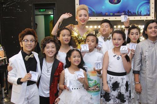 Bố mẹ Hồ Văn Cường hồi hộp chờ con trai biểu diễn - 11