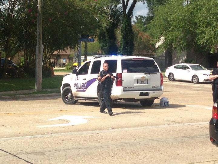 Mỹ: 3 cảnh sát bị xả súng bắn chết giữa phố - 1