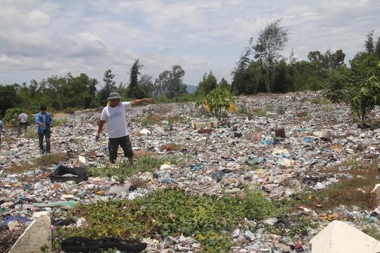 Hà Tĩnh phát hiện gần 10 điểm đổ trộm chất thải - 1