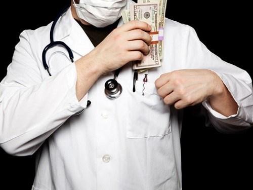 Thu nhập của bác sĩ gồm những nguồn nào? - 1