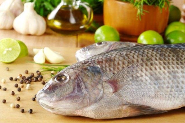 Mẹo độc đánh bay mùi tanh khi nấu cá - 2