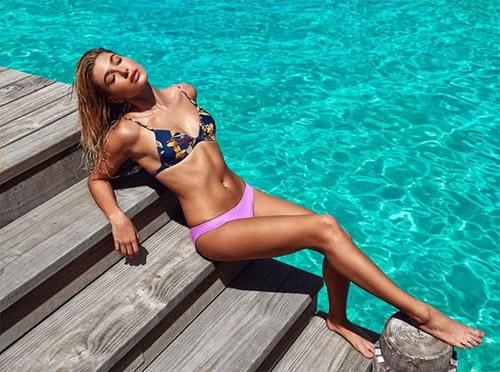 Gigi Hadid lọt top 13 cô gái nóng bỏng nhất hè 2016 - 13