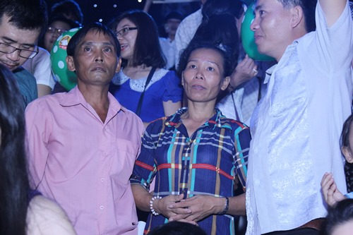 Vẻ khắc khổ, âu lo của bố mẹ Hồ Văn Cường gây xúc động - 4