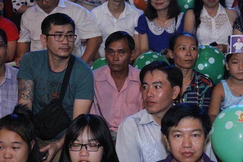 Vẻ khắc khổ, âu lo của bố mẹ Hồ Văn Cường gây xúc động - 12