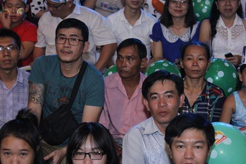 Vẻ khắc khổ, âu lo của bố mẹ Hồ Văn Cường gây xúc động - 11