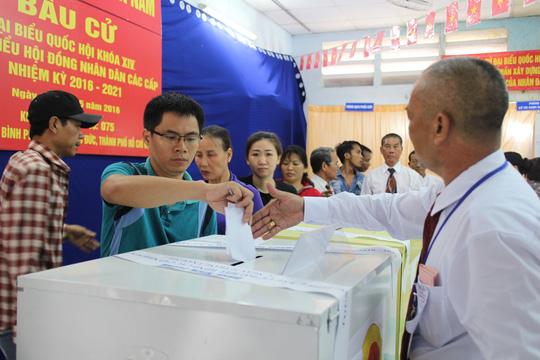 Bầu cử có hạn chế là 2 người trúng cử không đủ tư cách ĐBQH - 2