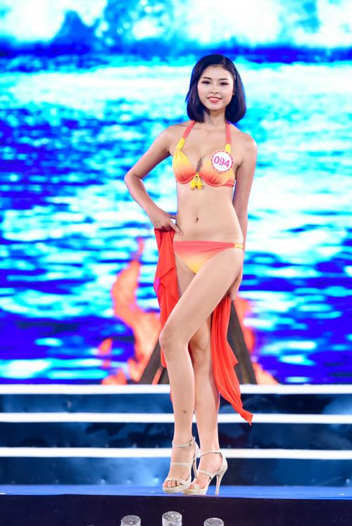 """""""Cân đo"""" hình thể top 18 HHVN ở phần thi bikini - 1"""
